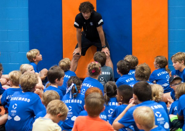Heinemann speaks to youngsters at his June 16-19 camp in Brentwood. (Photo by Caroline Wiley)
