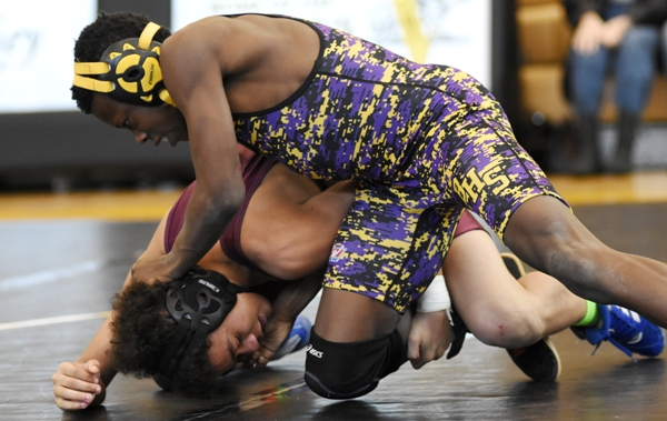 Zach Arrindell gets above Sumner's Keith Clay.