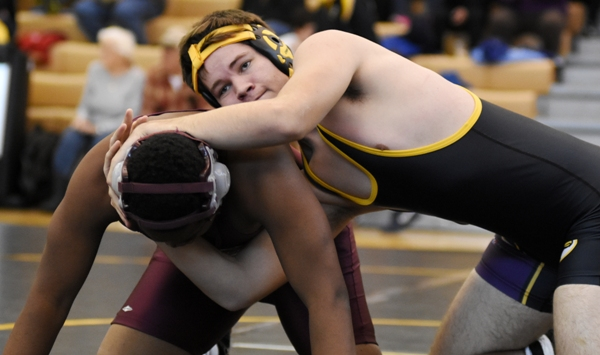 Sam Tilton (right) is on the way to beating Promise Cooper of Sumner