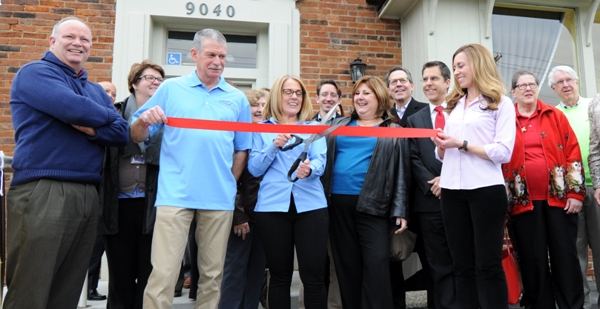 Jenni Schroeder cuts the ribbon. (All photos by Steve Bowman)