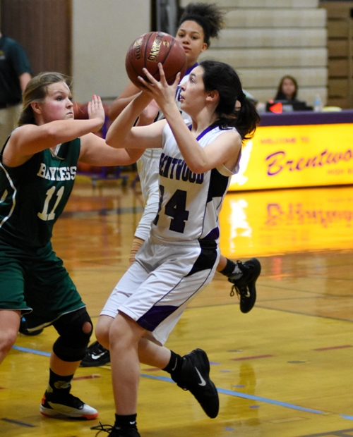 Amanda Ingersoll goes in for a layup.
