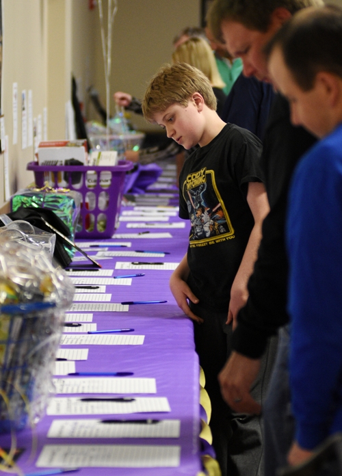Contestants check out the silent auction tables.
