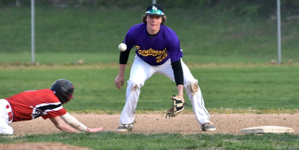 Shortstop John Bischoff receives a throw at second base as a Bishop DuBourg runner returns to the bag. The runner was safe. (All photos by Steve Bowman)
