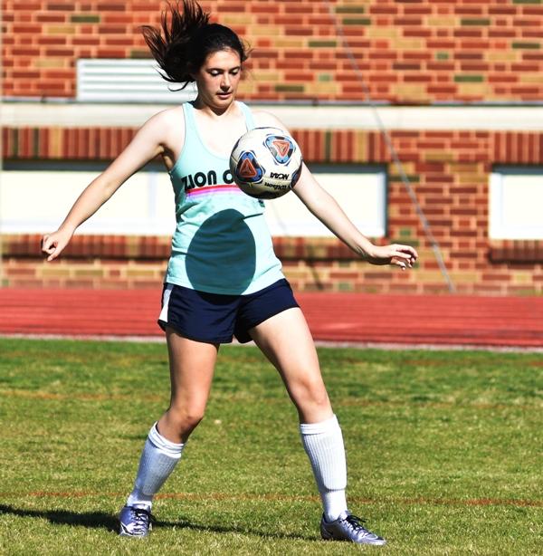 Sophomore midfielder Amanda Ingersoll.
