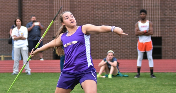Sophia Rivera makes the throw that qualifies her for the Olympic trials. (All photos by Steve Bowman)