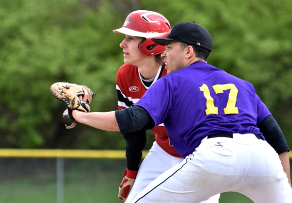 Mike Mills holds a DuBourg runner at first base, ready for a possible throw from pitcher John Bischoff.