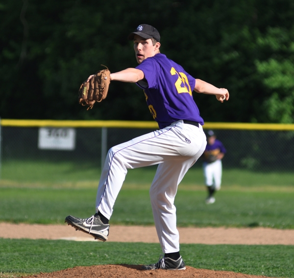 Seth Winkleman pitches to Valley Park last season.
