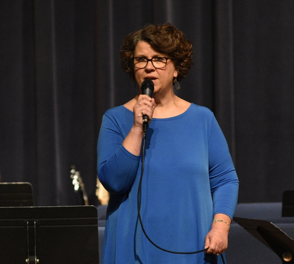 Brentwood's vocal music director Debbie Stinson introduces the choir.