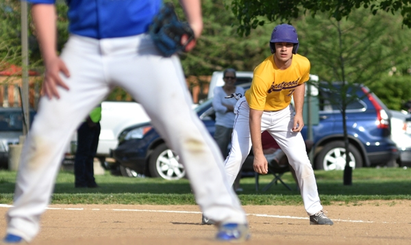 Luke Tilton leads off from first base in the sixth inning.