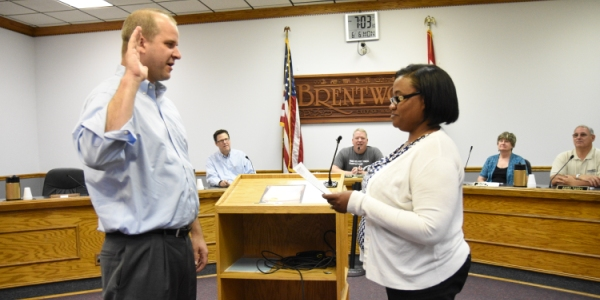 City Clerk Octavia Pittman swears in Brandon Wegge as a Ward 2 alderman. (Photo by Steve Bowman)